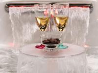 czytaj dalej artykuł: Podświetlony stolik z wodospadem do wanien Coast Spas